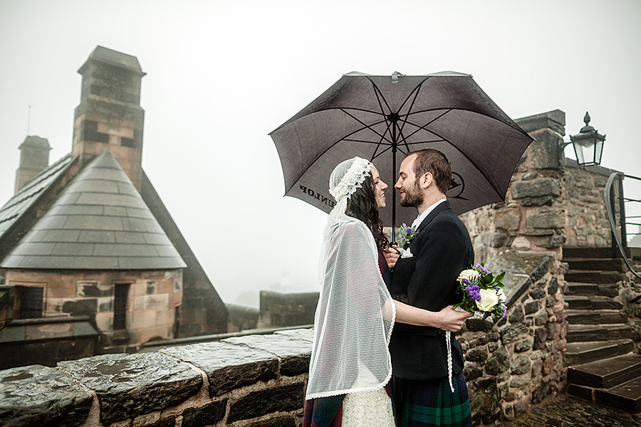 Bride and groom lovely portraits at Edinburgh Castle