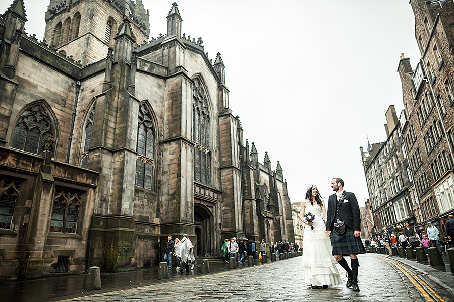 Lovely couple walking on the Royal Mile in Edinburgh