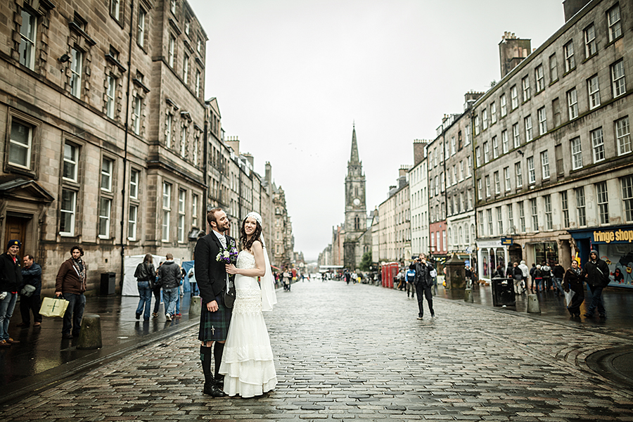 Wedding photos of a lovely couple on the famous Royal Mile