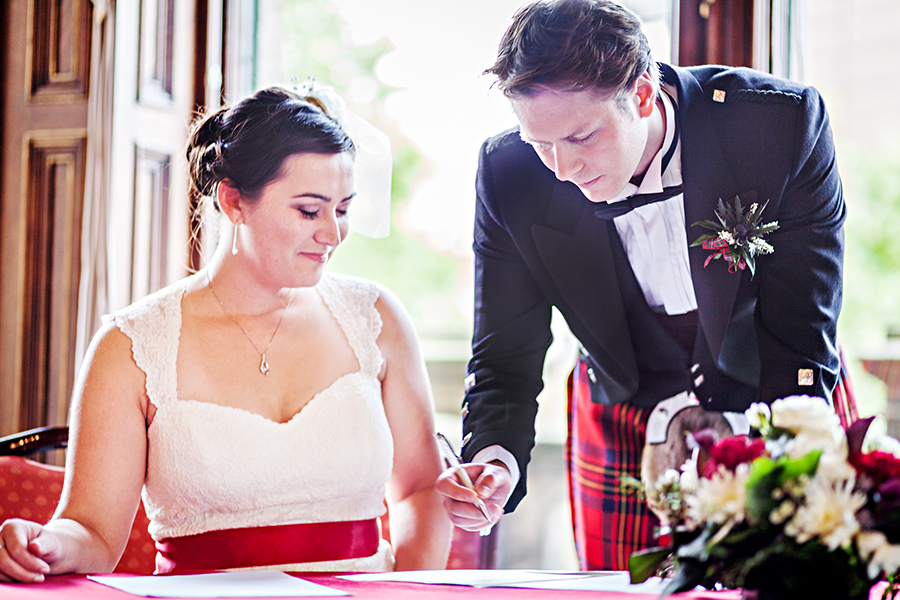Bride-and-groom-signing-the-registrar