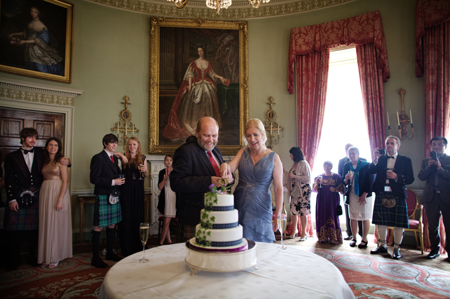 couple cutting the cake at Culzean Castle Wedding