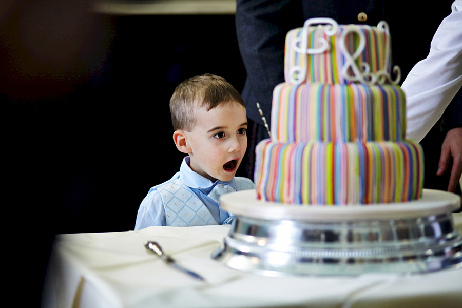 Kid looking at the wedding cake at Royal College of Physicians in Edinburgh