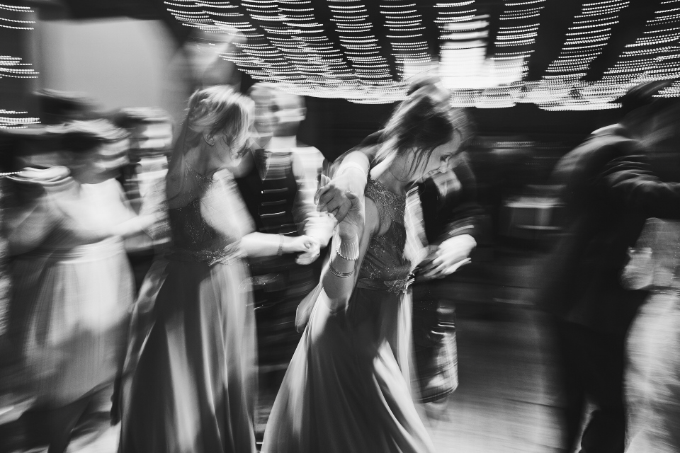creative dancing wedding photos